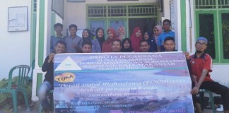 Foto bersama pengurus Formasi bersama para alumni dan masyarakat setempat
