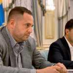 Владимир Зеленский – идиот или предатель? Или кое-что о Ермаке, Таране, Баканове и прочих «сивухах»