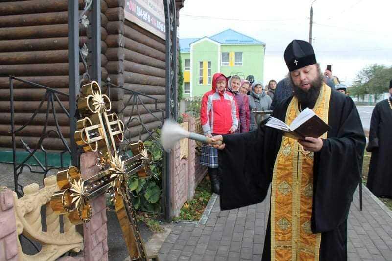 Ігор Молоток передав церковне приладдя у храми Середино-Будщини 1