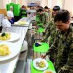 Бійців ЗСУ годують картопляним пюре виробництва Російської Федерації