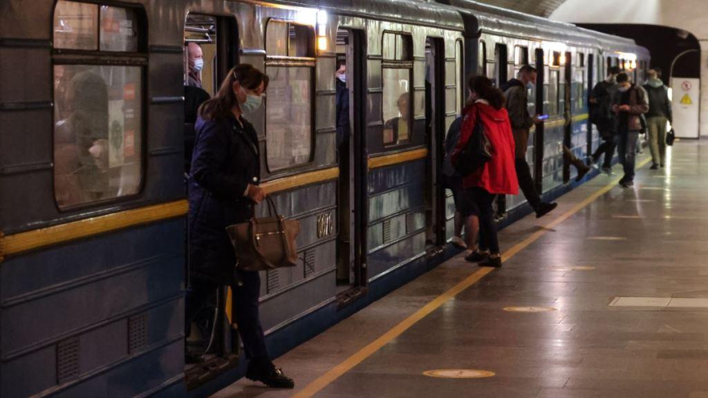 Київ: 7-8 січня можливі обмеження на вхід на деяких станціях метро