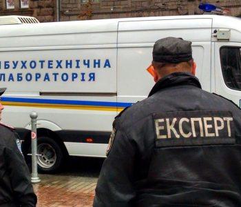 Перевірка ТЦ і метро у Києві: евакуювали майже тисячу людей, небезпечних пристроїв не виявили
