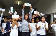 Em visita à agência dos Correios, alunos de Ilhabela postam cartas para  Maria da Penha