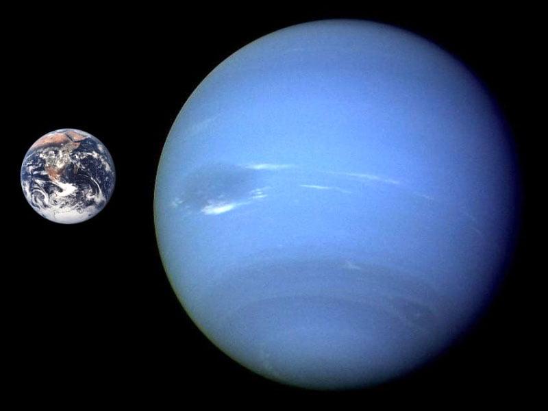 Neptune-Earth-compared