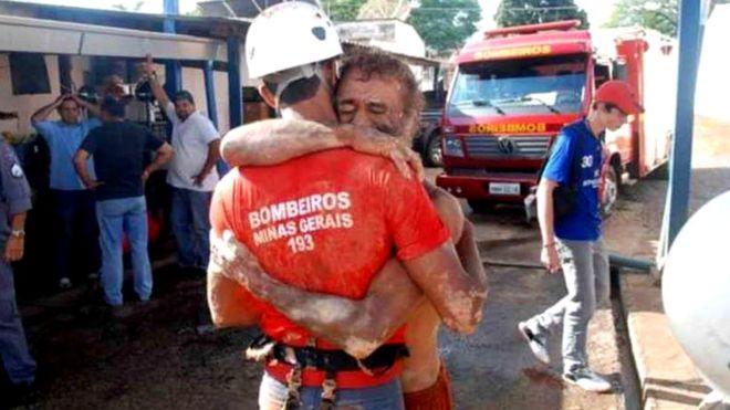 fake news: bombeiro com vítima em Brumadinho