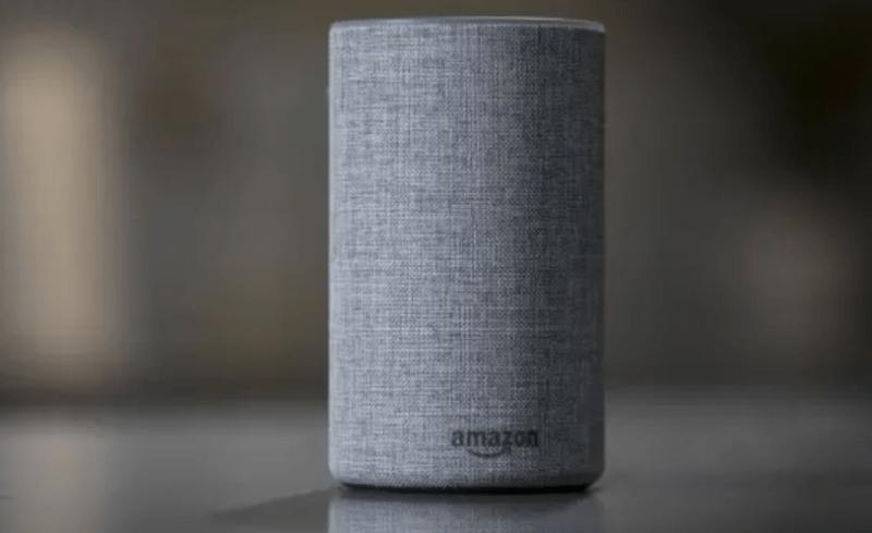 A caixa de som conectada Amazon Echo, principal 'veículo' da assistente de voz Alexa