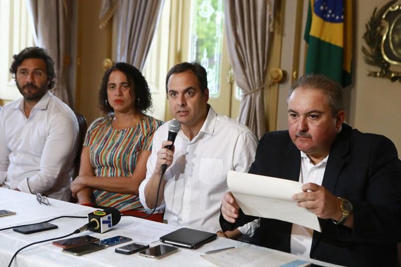 Governador Paulo Camara durante coletiva com o Centro e Operacoes de Emergencia de combate ao corona virus06