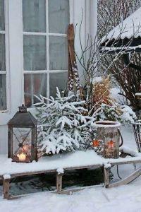 Vi basterà prendere ispirazione dalla natura, per rendere gli ambienti accoglienti e intimi. Slitte in legno, vecchi sci e della legna accatastata in casa saranno perfetti per portare tutto il fascino del Natale in casa vostra.