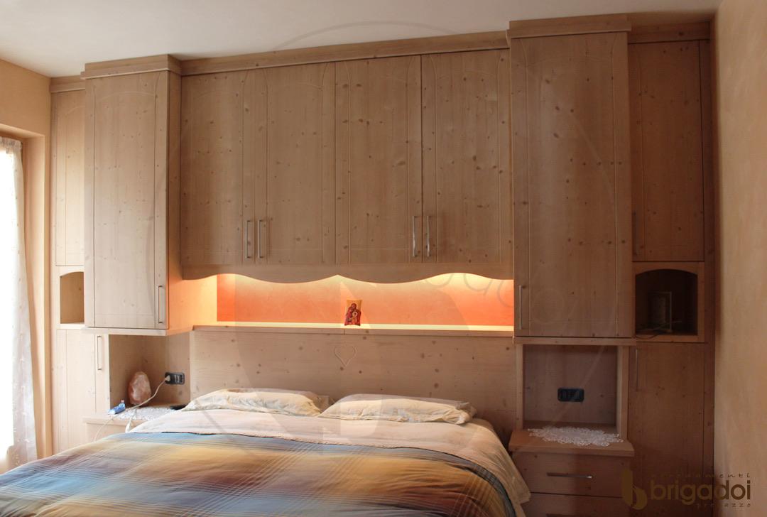 camera da letto legno arredamenti brigadoi val di fiemme trentino
