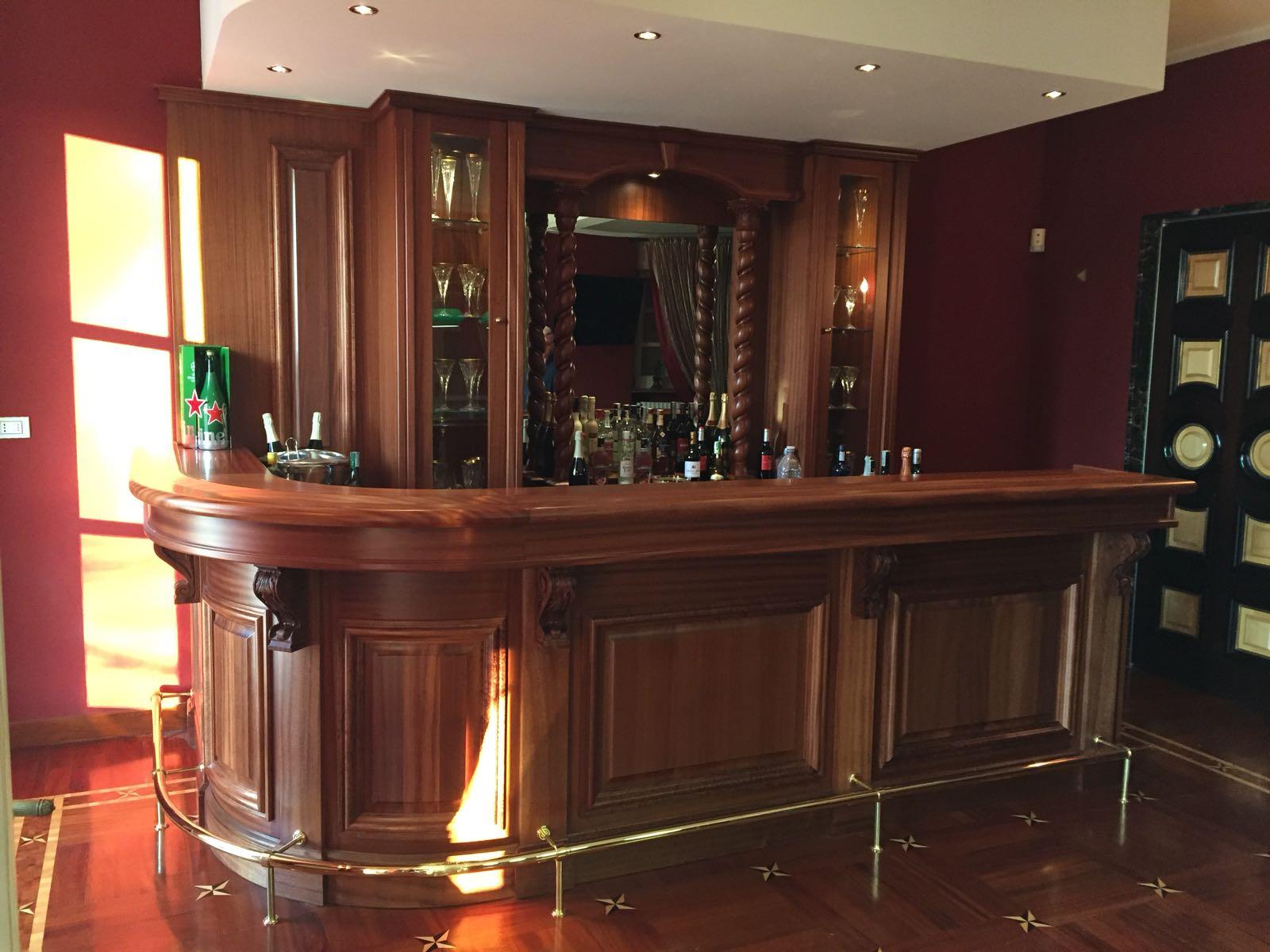 Ovviamente, l'angolo bar che possiamo realizzare dipende sia dallo spazio disponibile, sia dallo stile d'arredamento in cui va inserito. Angolo Bar Per Casa Bologna Eleganza Subito Falegnameria Bologna