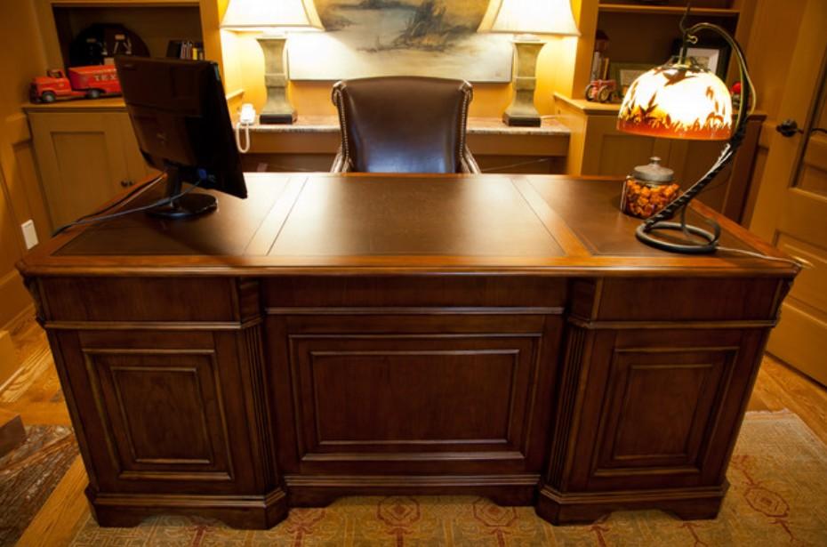 L'ufficio, o il proprio studio domestico, dev'essere quindi curato più di ogni altro ambiente e deve vantare mobili moderni e classici di grande qualità,. Arredamento Studio Legale Classico Falegnameriartigianale