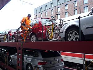 Cyklar och bil på Autozug