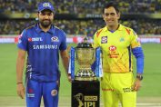 Rohit Sharma and MS Dhoni with the IPL Trophy 2019