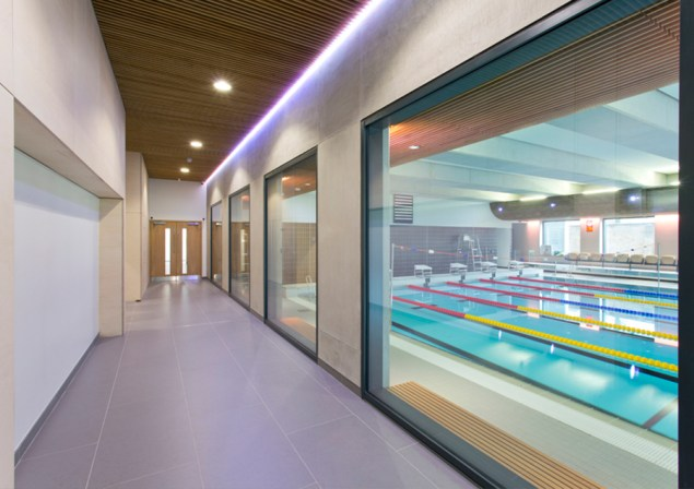Latymer-School-swimming-pool-900x635