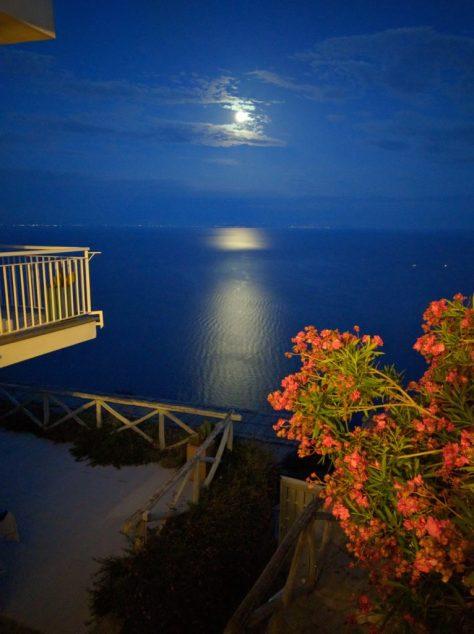 La Luna -- as seen by j a-b.