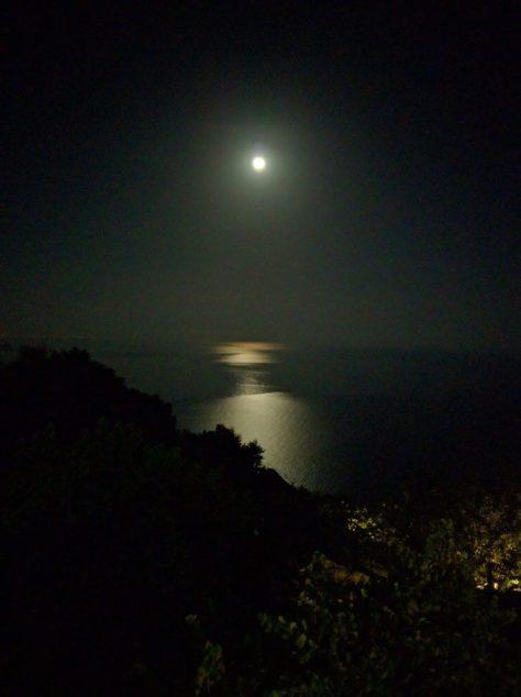 La Luna. Photo by j a-b.