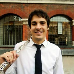 Pedro Lopez Campos (flute) Pedro Lopez is a young flautist based in London. Recent performances include concerts in recognised concert halls of Europe, such as Het Concertgebouw Chamber Hall, St-Martinin- the-Fields and Auditorio Nacional in Madrid among others. He recently graduated at the Royal College of Music, where he received advice from the principals of the LPO, LSO and ENO.