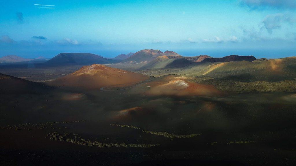 Lanzarote-travel-guide-timanfaya-nationalpark-vulkan-landschaft-himmel-berge-wüste (1 von 1) (1)