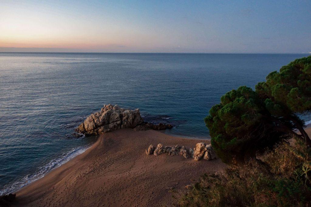 calella-roca-grossa-strand-sonnenaufgang