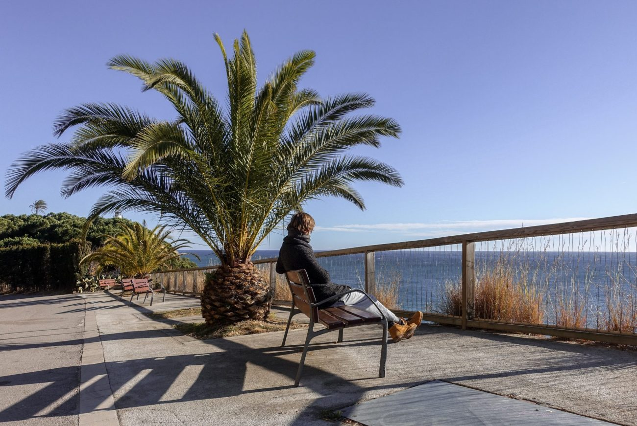calella-travel-guide-winter-leuchtturm-ausblick