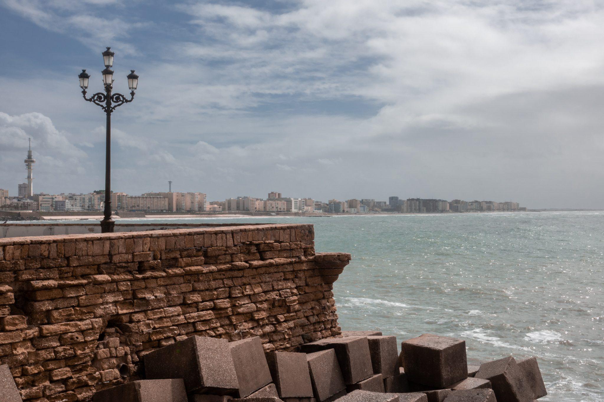 7-kleine-geheimtipps-cádiz-promenade-meer