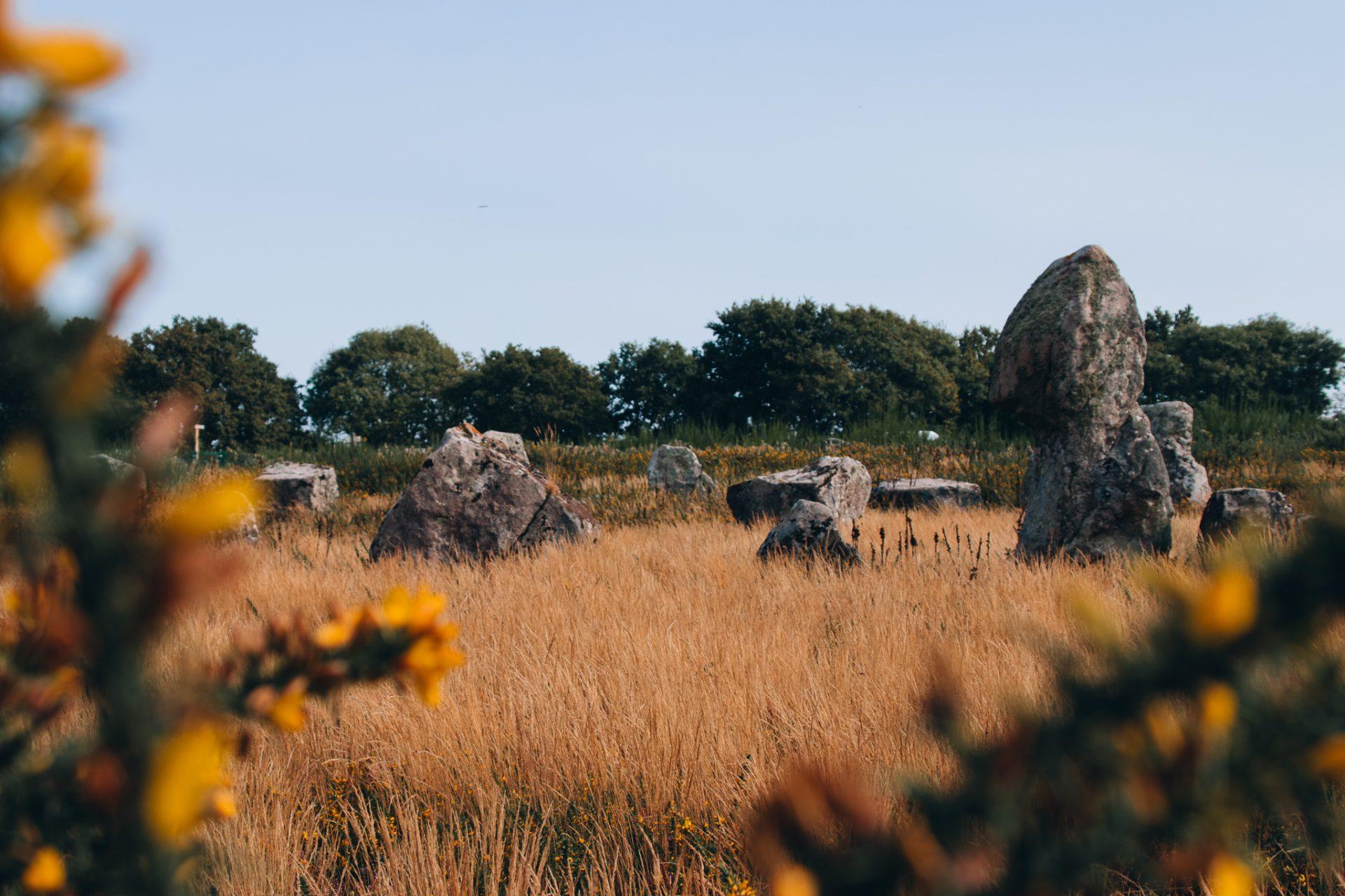 bretagne-sehenswürdigkeiten-steinreihen-carnac-1