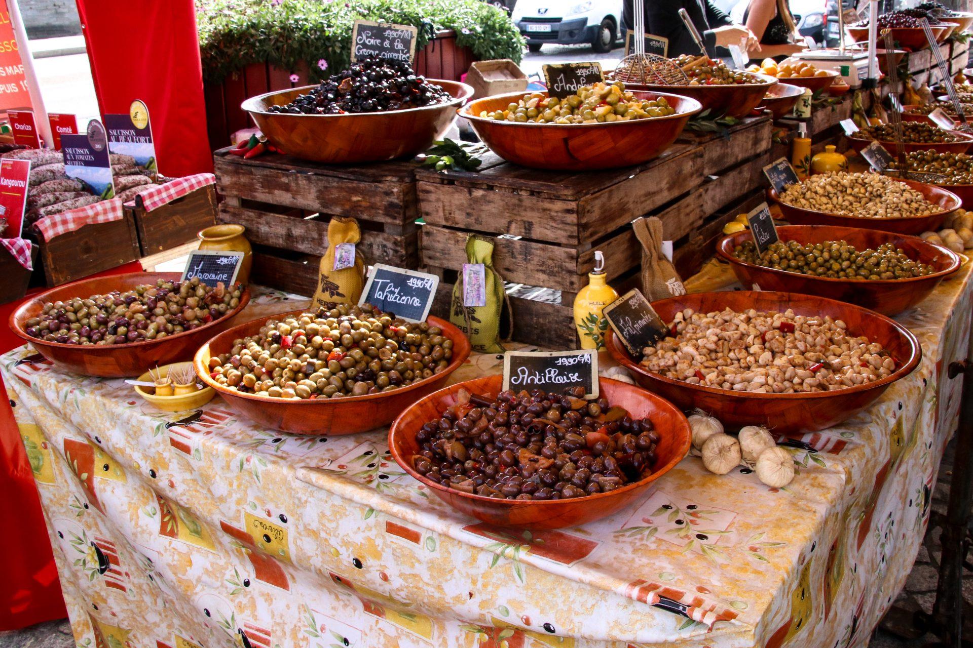concarneau-markt-oliven