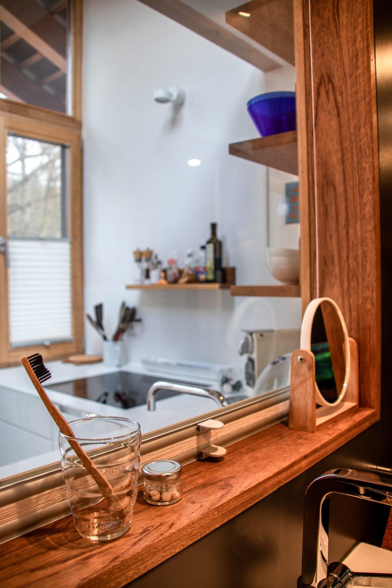 potsdam-parkchalet-lichtung-küche-bad-fenster