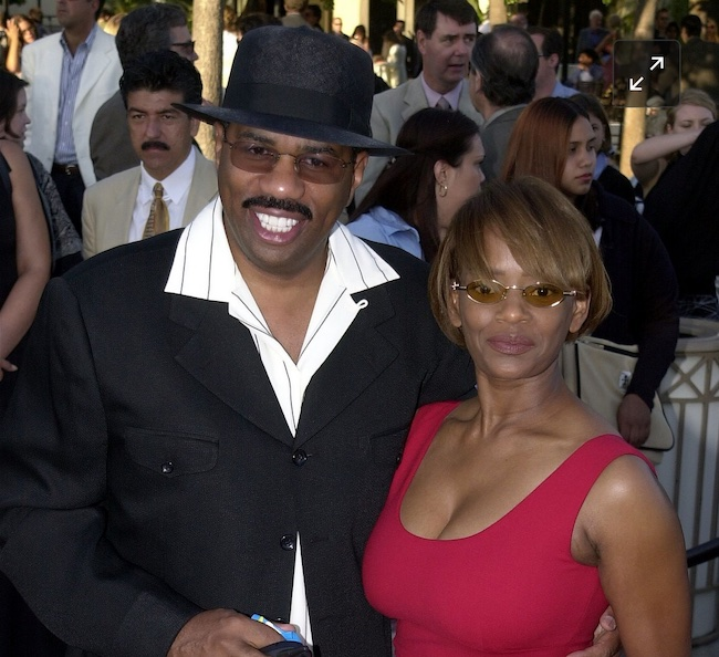 Mary Lee Harvey and Steve Harvey in 2001