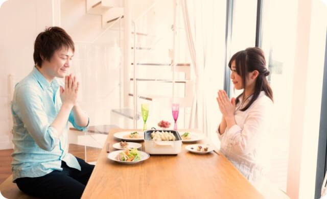 夫婦の食事風景