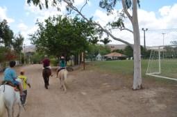 Família que cavalga junto