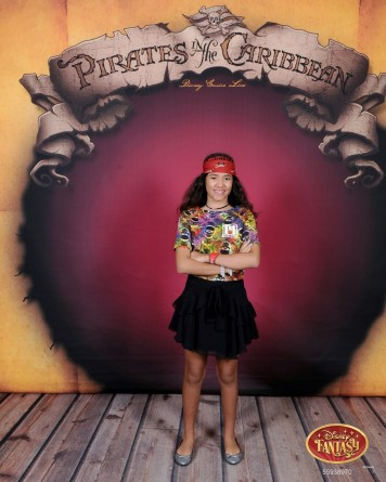 Pirate In The Caribbean, Cecília com look 4ms