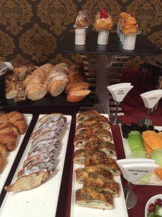Primeira mesa: opções para o café da manhã