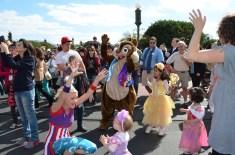 Desfile na frente do castelo