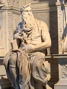 A escultura de Moisés pode ser vista gratuitamente na igreja de San Pietro in Vincoli