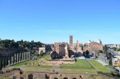 Anel superior do Coliseu-Vista do Templo de Vênus e Roma