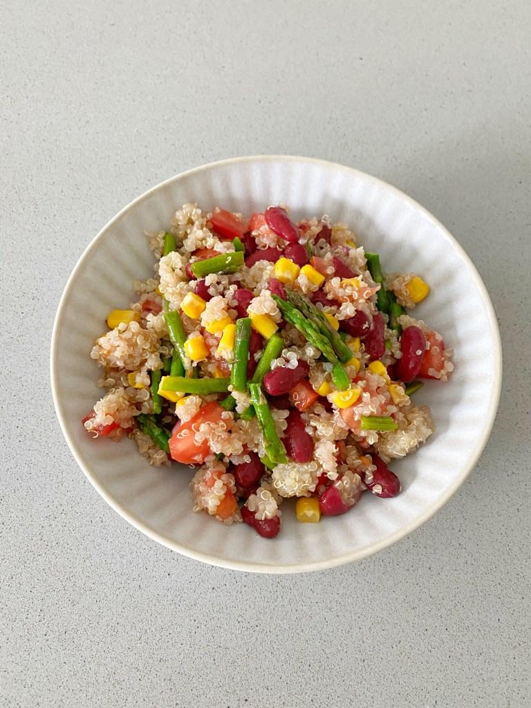 Ensalada de quinoa y alubias