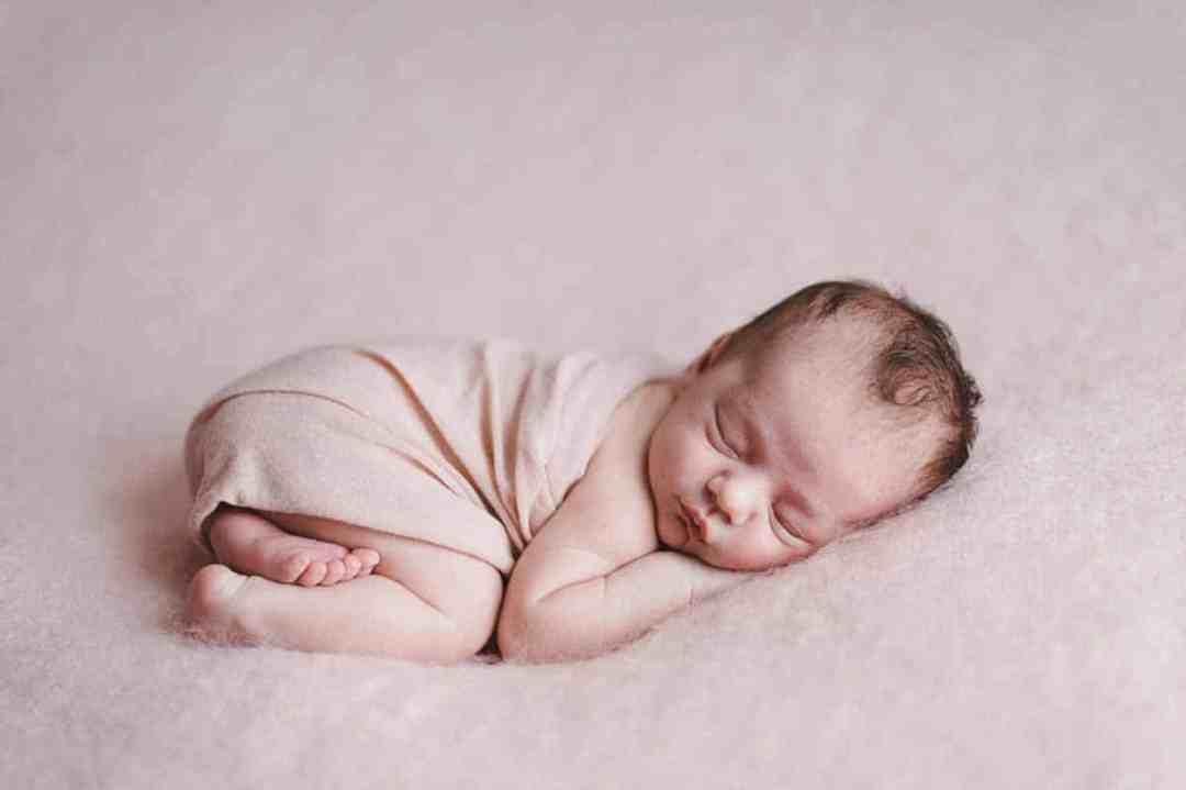 Newborn fotografering hos mig eller hos jer