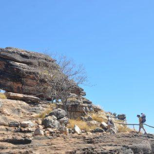 (C) Jule Reiselust: Ulli und Noah beim Aufstieg zum Aussichtspunkt am Ubrirr