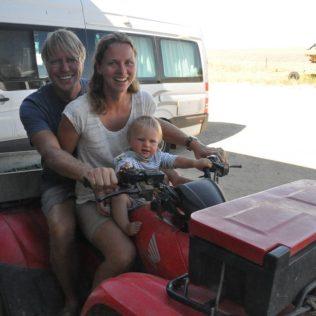 (C) Jule Reiselust: Familie mit Reiselust auf der Farm von Farmer Kim.