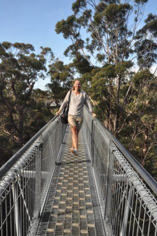 (C) Jule Reiselust: Jule in 40 Metern Höhe auf dem Tree Top Walk.