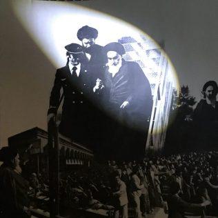 (C) Jule Reisleust: Ankunft des Revolutionsführers aus dem Pariser Exil.
