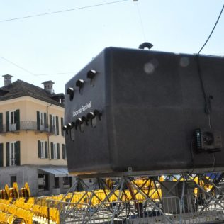 (C) Jule Reiselust: Vorbereitungen für die Filmfestspiele in Locarno - das ist mal ein Filmprojektor!