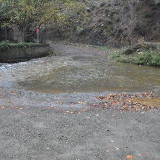 (C) Jule Reiselust: Der Fluss Diarizos kann im Sommer durch eine Fuhrt überquert werden.
