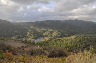 (C) Jule Reiselust: Ausblick in die Täker am Fuß des Troodosgebirge.