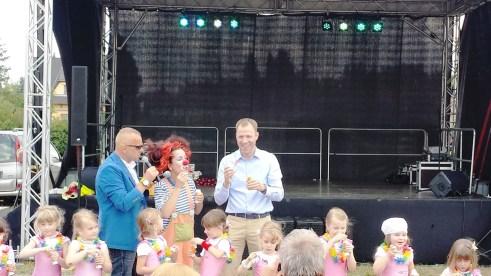 Eine Menge Spaß beim gemeinsamen Seifenblasen pusten mit Mario Czaja, Clown Natsch, Jörg Degner und die Mahlsdorfer Tanzflöhe