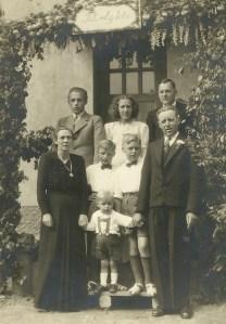 Johannes Christensen ved sit sølvbryllup med børn og børnebørn