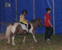 Första turen på hästrygg
