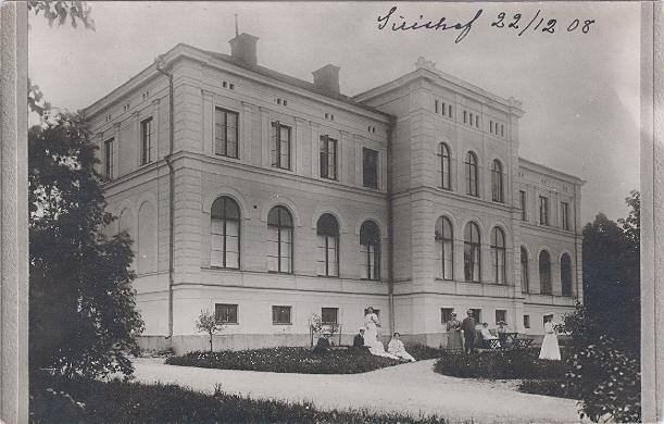 Sirishof revs på 1980-talet och ersattes med ett modernt äldreboende. Källa: gamlavykort.nu.