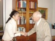 Sven Alfort hälsar på thailändska prinsessan på Svalnäs